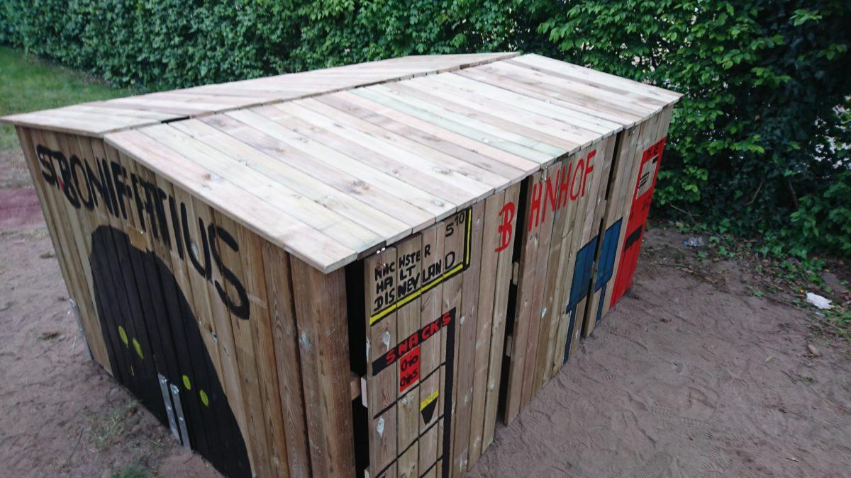 Förderverein sponsort Mülltonnenbahnhof für die KiTa